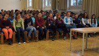 In der Aula trafen sich die Klassensieger des 6er-Jahrgangs zum Vorlese-Finale.
