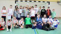 Die 6a der Realschule durfte beim Fußballturnier am Tag der offenen Tür den Siegerpokal mitnehmen.
