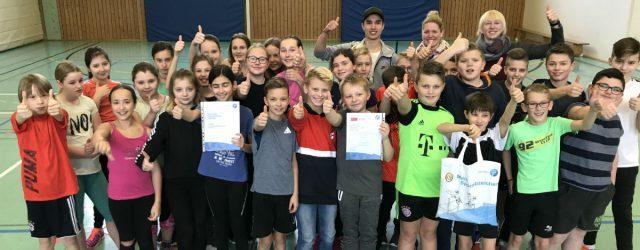 Gleich zwei Urkunden gab es für unsere sportlichen Schülerinnen und Schüler.