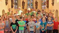 Mit Gottesdienst und Schulbesuch hat unsere Schule den Besuch von Bischof Dr. Edmund Woga gefeiert.