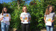 Drei Schülerinnen haben besondere Auszeichnungen für die Teilnahme an einem Chemie-Wettbewerb erhalten.